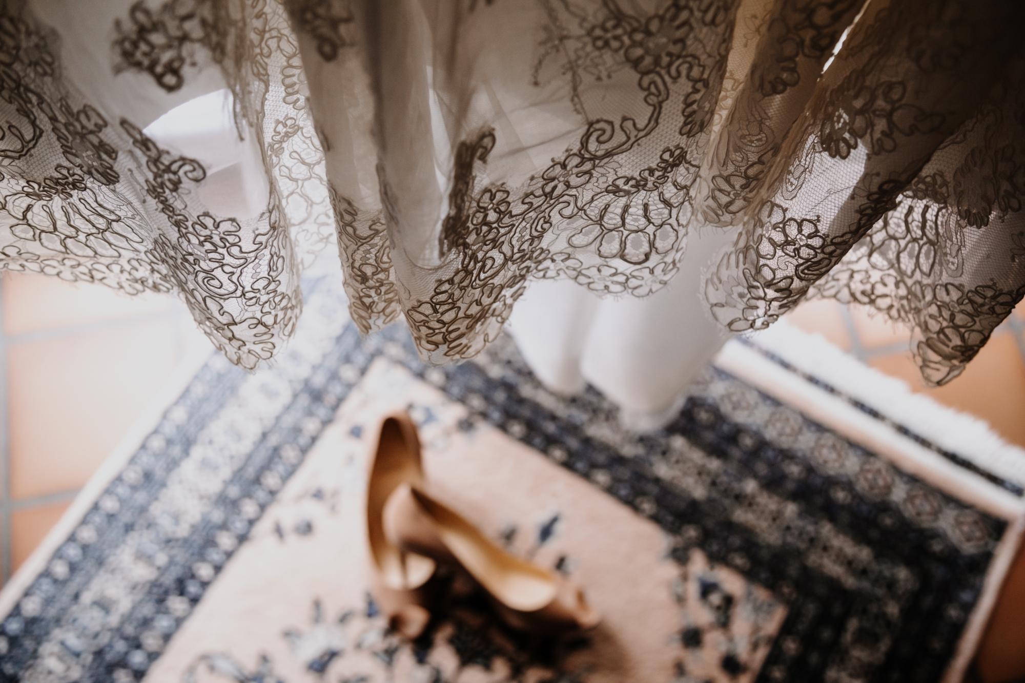 détail de la robe de la mariée
